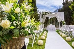 Hogyan válogassunk esküvői dekorációhoz virágokat a nyári esküvőkre?